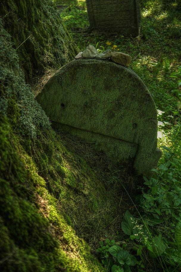 cemetery-783298_1920